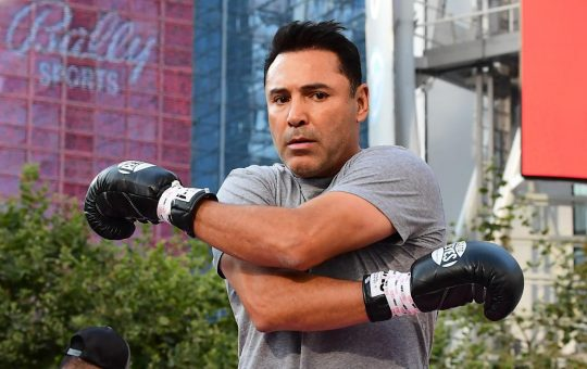 Oscar De La Hoya tests positive for COVID-19, replaced by Evander Holyfield for Vitor Belfort fight